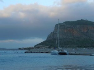 Monemvasia met catamaran