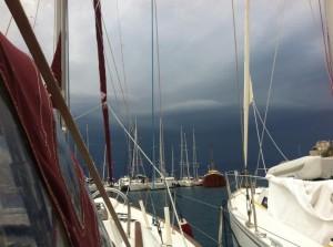 Storm in Hydra l Zeilen in Kolpos Hydra, Griekenland - BQ Yachting, Mooi Weer Zeilen!